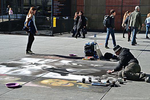 Un artiste de rue en plein travail à Beaubourg