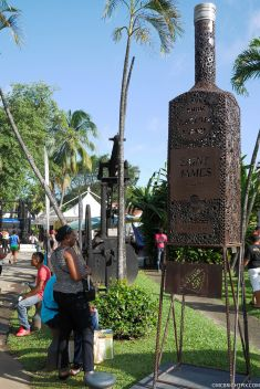 RHUM BOTTLE MONUMENT