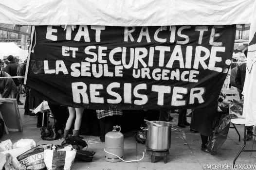 RESISTE!